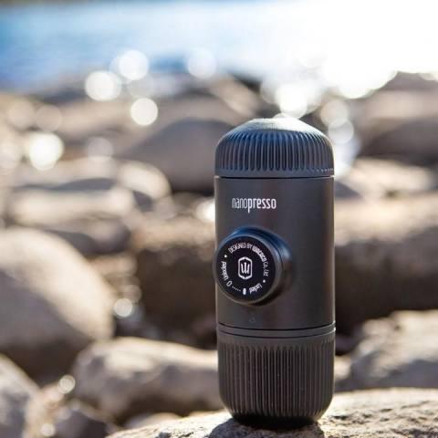 ... WACACO Nanopresso Upgrade from Minipresso Portable Manual Espresso Coffee Maker FREE CASE Hitam