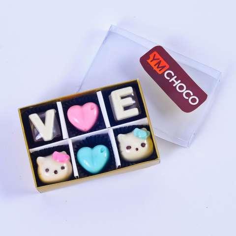 Coklat Huruf Love Hellokitty Isi 6Skat