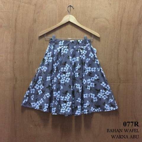 Alicia Rok Midi / A-Line Skirt Floral (Grey)