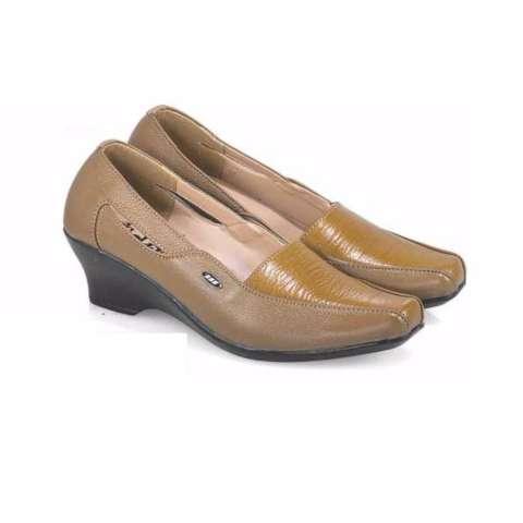 Surround Sandal Kulit Pria M6 8010 Coklat - Daftar Harga Terkini dan ... 7fb25f73b3