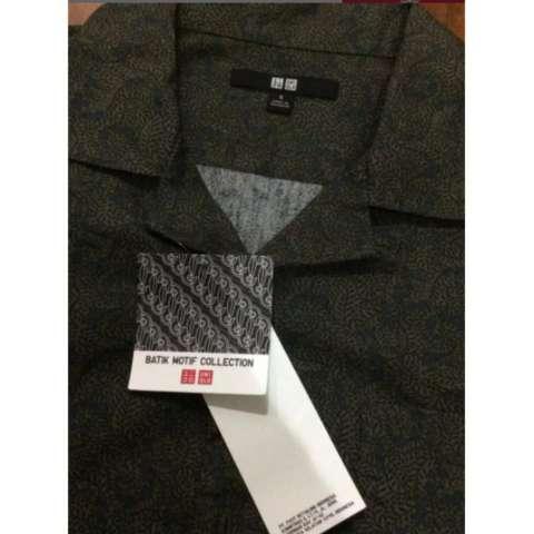 Kemeja Batik Merk UNIQLO. Original. Size S. Hijau Tua. Baru Dan Lengkap Dengan Tag 1