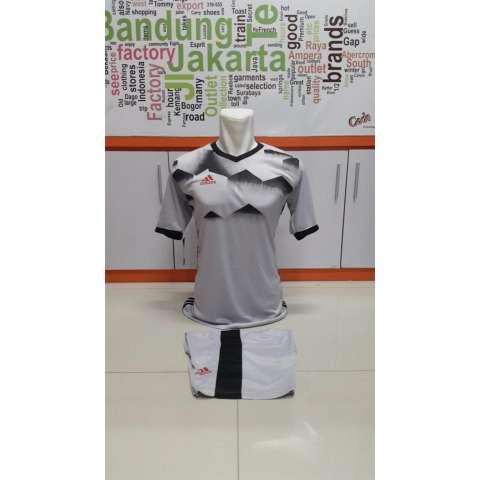 Baju Olahraga Jersey Bola Kaos Setelan Futsal / Volly Adidas. Source · Kostum Kaos Sepakbola Futsal Volly Takraw M L XL Abu-abu Plus Celana Pendek 21.10