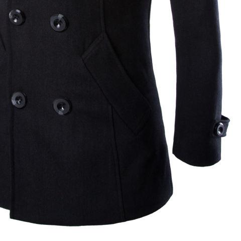 With A Mengenakan Mantel Berkancing Ganda Hitam