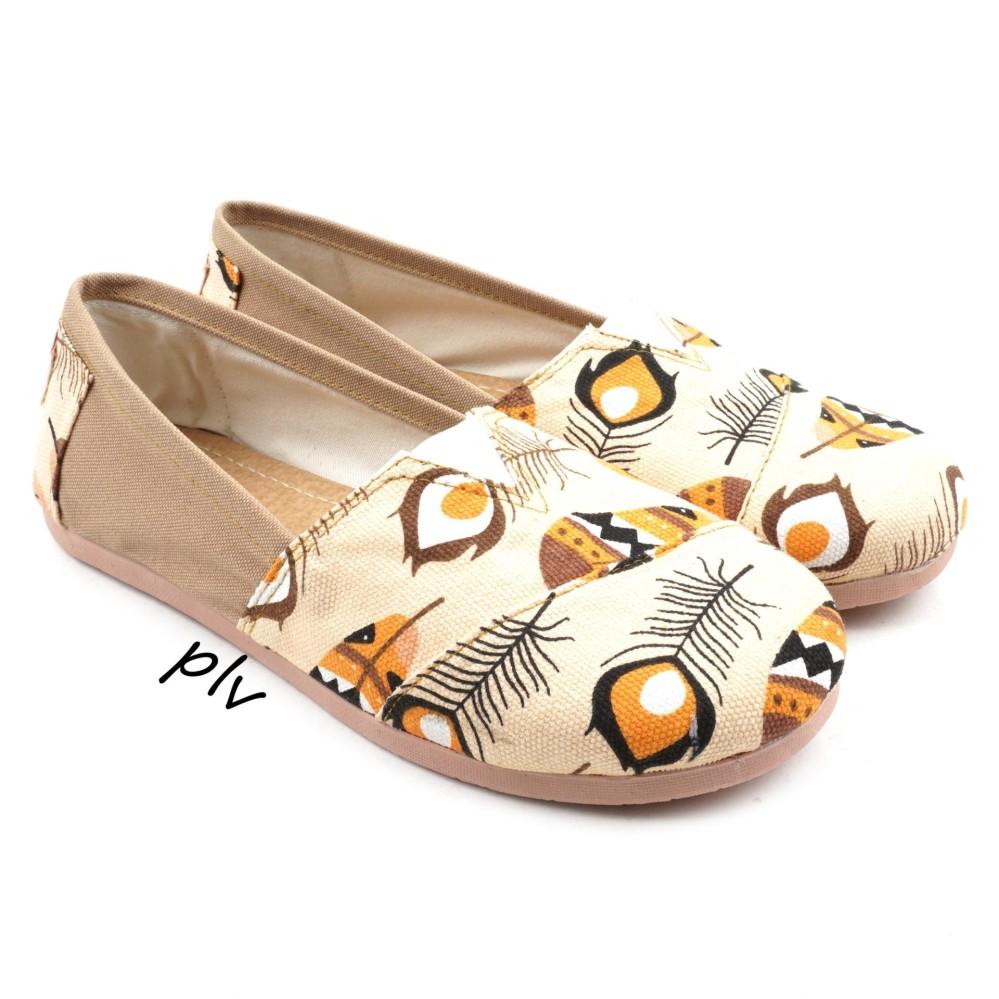 Sepatu Wanita Flat Shoes Slip On Kanvas NS15 Bulu - Cream