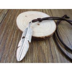 Kalung Pria Wanita Unisex Bulu Logam Silver Antik Vintage Tali Warna Cokelat
