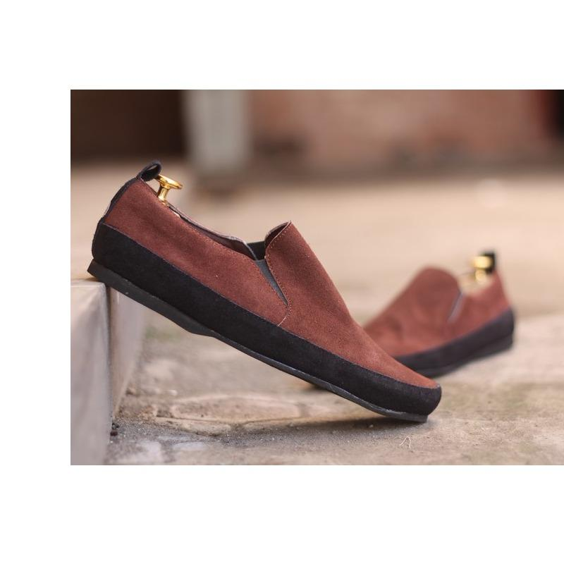 Sepatu Casual Slip On Kulit Pria Clarks Slop / Formal / Sneakers / Fashion / Branded Cowok Termurah