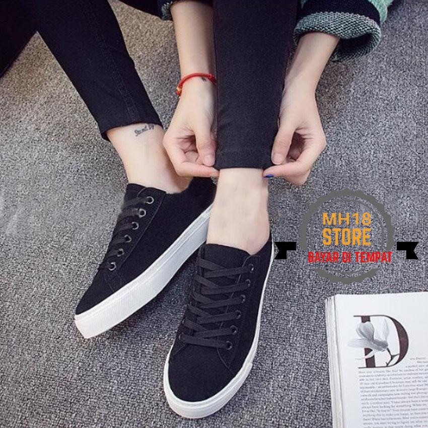 Sepatu Kets Sekolah Wanita Sepatu Kuliah Kode DS 01HITAM