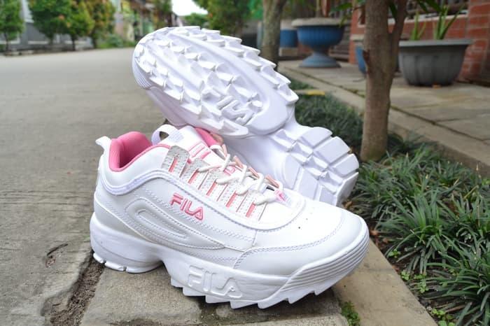 Rp330.000Sepatu Fila Disruptor Wanita   Sneakers Keren Murah   Sepatu  Original   Sepatu Gaul   Sepatu Keren   Sepatu Trendy   Sepatu Terbaru    Sepatu ... ef2e80b301