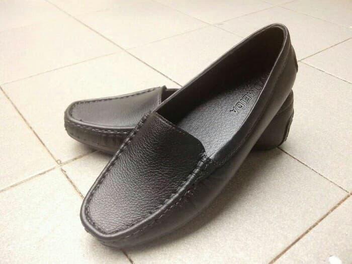 sepatu kantor sepatu pantofel karet wanita yumeida 085 hitam