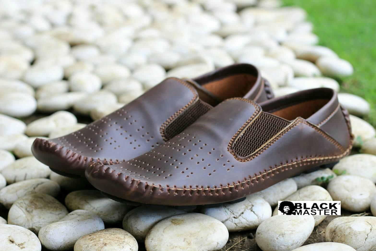 sepatu casual slip on loafer black master original - sepatu mocasin kulit  pria 49c71aa78e