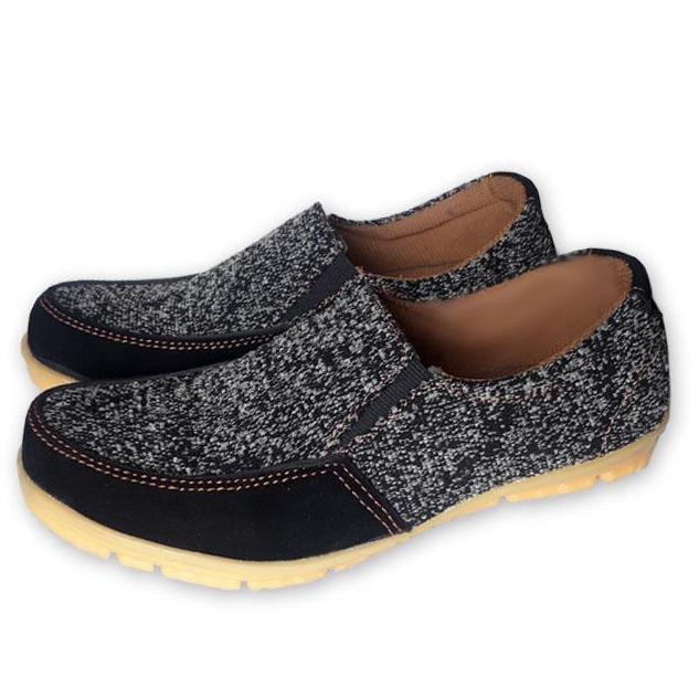 LKJ 300 - Hitam Sepatu Santai Casual Sneakers Santai Pria