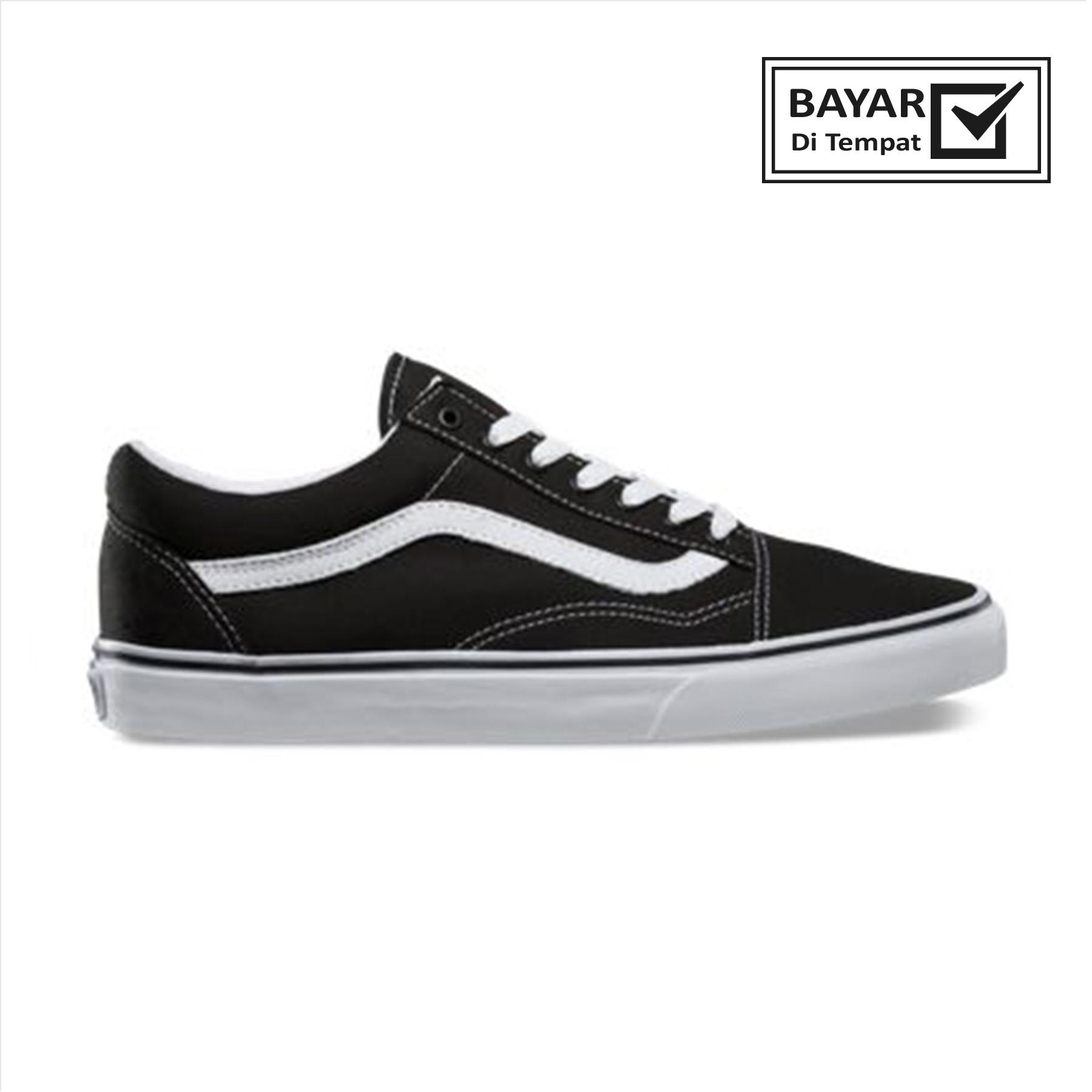 Sepatu pria atau wanita  sepatu sekolah sepatu santai. 95.000 · Sepatu Vans  Old Skool original Sneakers Casual Made In Indonesia 02c9d6a335