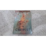 Review Novel The Chemist Sang Ahli Kimia Stephenie Meyer Terbaru