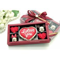 TrulyChoco Cokelat Love Editions Karakter – LOVE- Tutup Mika Red
