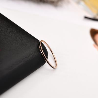 Spesifikasi 18K Versi Korea Dari Hitam Dan Putih Perempuan Tipis Cincin Ekor Cincin Emas