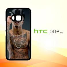 Casing Untuk HTC M9 August Alsina Kissin On My Tattoos L1379