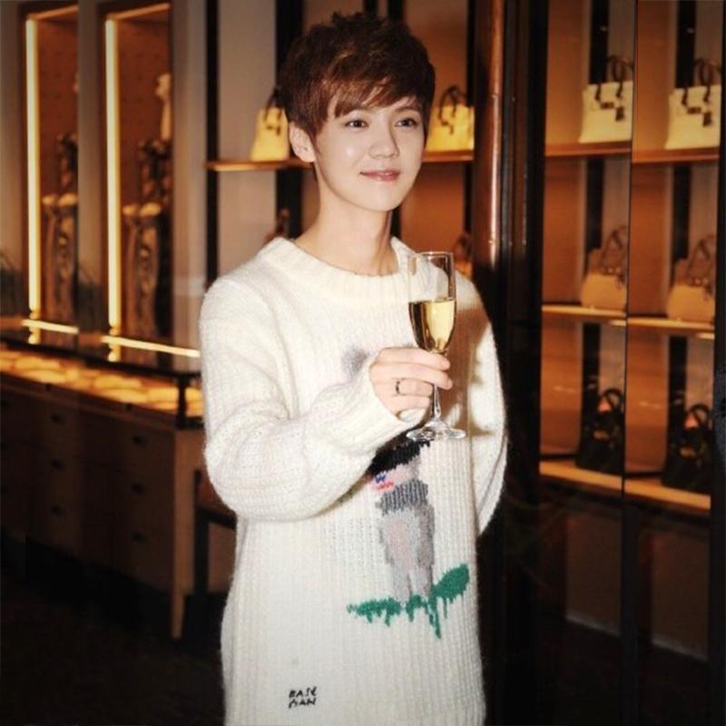 Exo Kartun Putih Ayat Yang Sama Zhou Bian Sweater Hitam Daftar Source · EXO Rusa Model