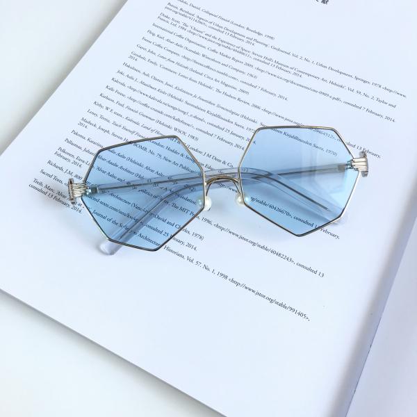 Harga Kacamata Hitam Tidak Beraturan Telapak Tangan Kacamata Hitam Merah Wajah Tirus New