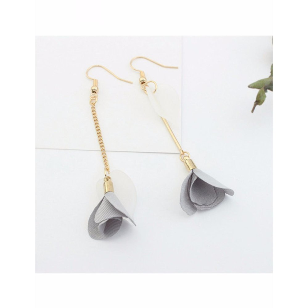 LRC Anting Elegant Gray Flower Pendant Decorated Tassel Design Color Matching  Earrings