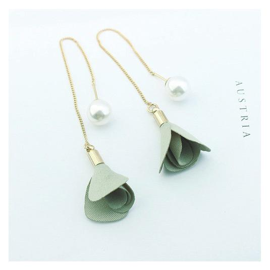 LRC Anting Tusuk Elegant Flower&pearl Decorated Color Matching Simple Earrings