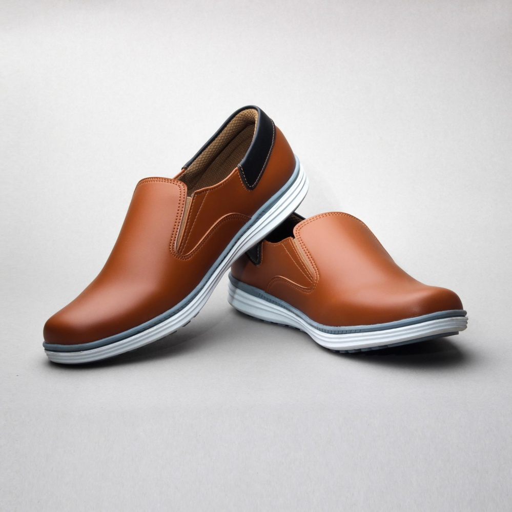Salvo sepatu kets sneakers dan kasual pria / sepatu kasual kanvas / sepatu sneaker pria / sepatu pria / sepatu sneaker murah /sepatu pria casual /sepatu pria kasual / sepatu pria kulit / sepatu pria murah /sepatu pria slip on RK02-Tan