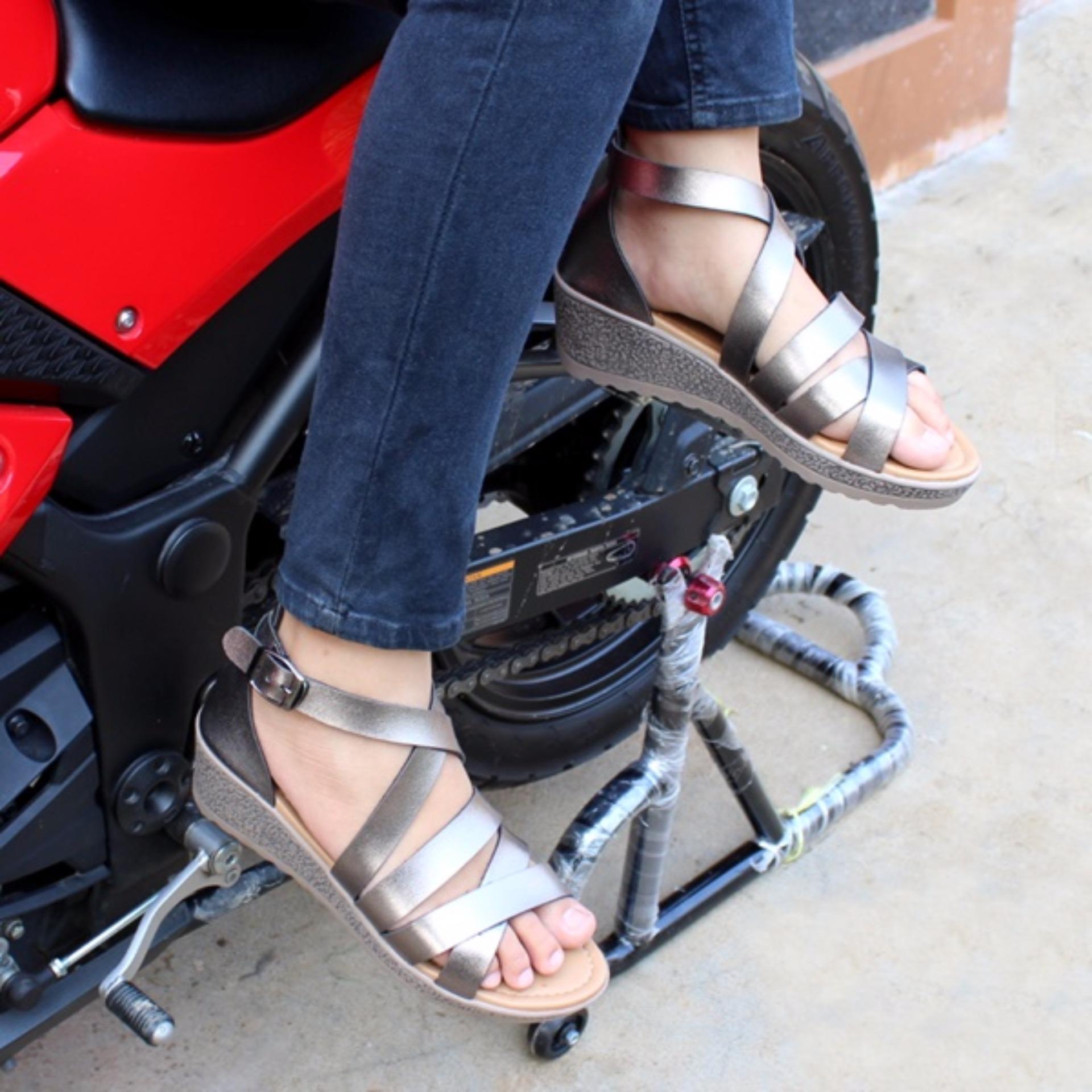 Sandal Wanita Flat Hm Gold Daftar Harga Terbaru & Terlengkap Indonesia Source · Sepatu Wanita Flat
