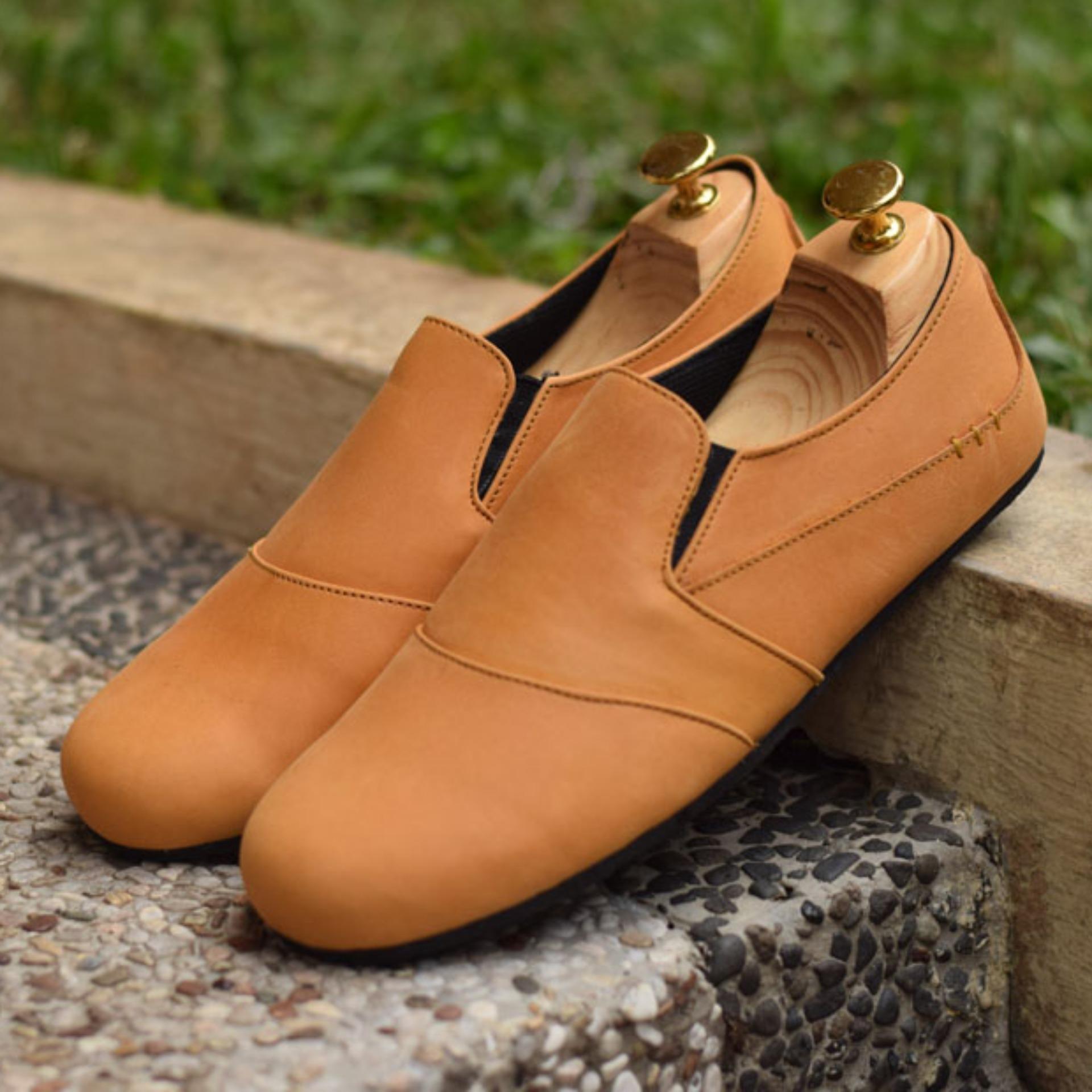 Beli Sepatu Slip On Pria Azcost Monroe Kulit Asli Tan Online