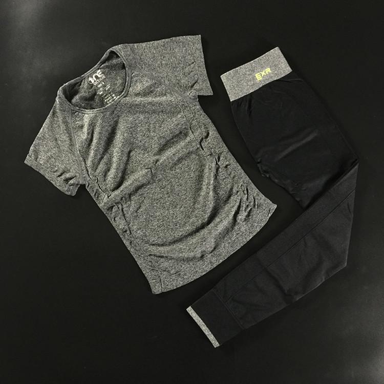 Beli Olahraga Berjalan Lengan Pendek Perempuan T Shirt Pakaian Kebugaran Abu Abu Lengan Pendek 96 Model Abu Abu Pinggang Celana Yang Bagus
