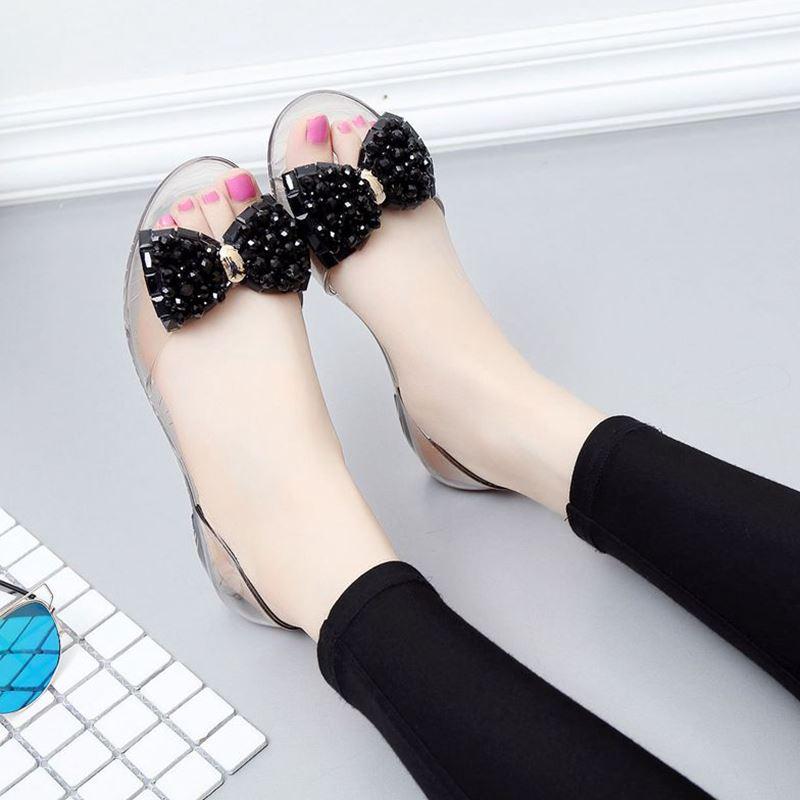 Diskon Transparan Musim Panas Busur Kristal Jelly Sepatu Sepatu Hitam Manik Manik Sepatu Wanita Sendal Wanita Other Tiongkok