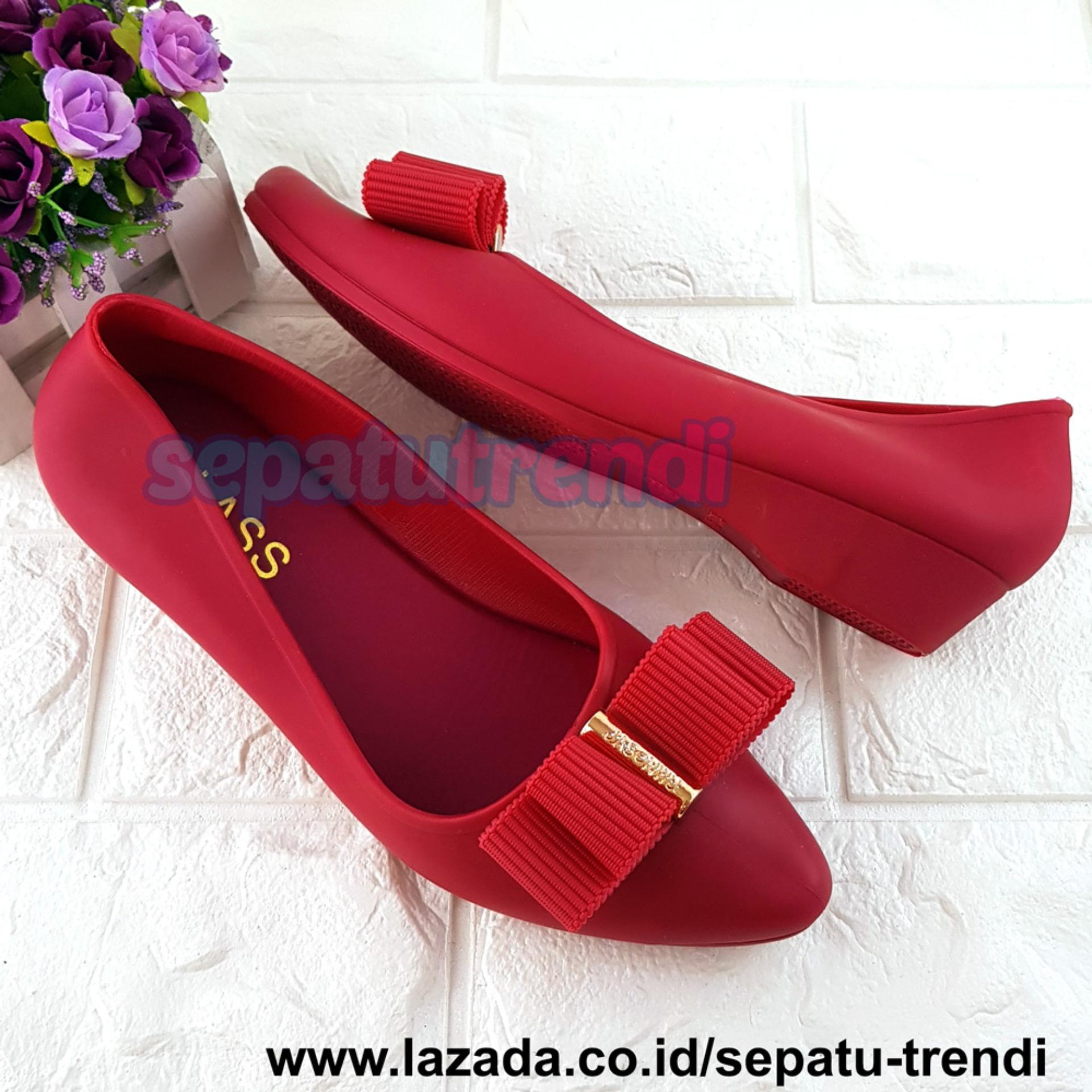 Sepatu Wanita Terbaru  527ca7117a