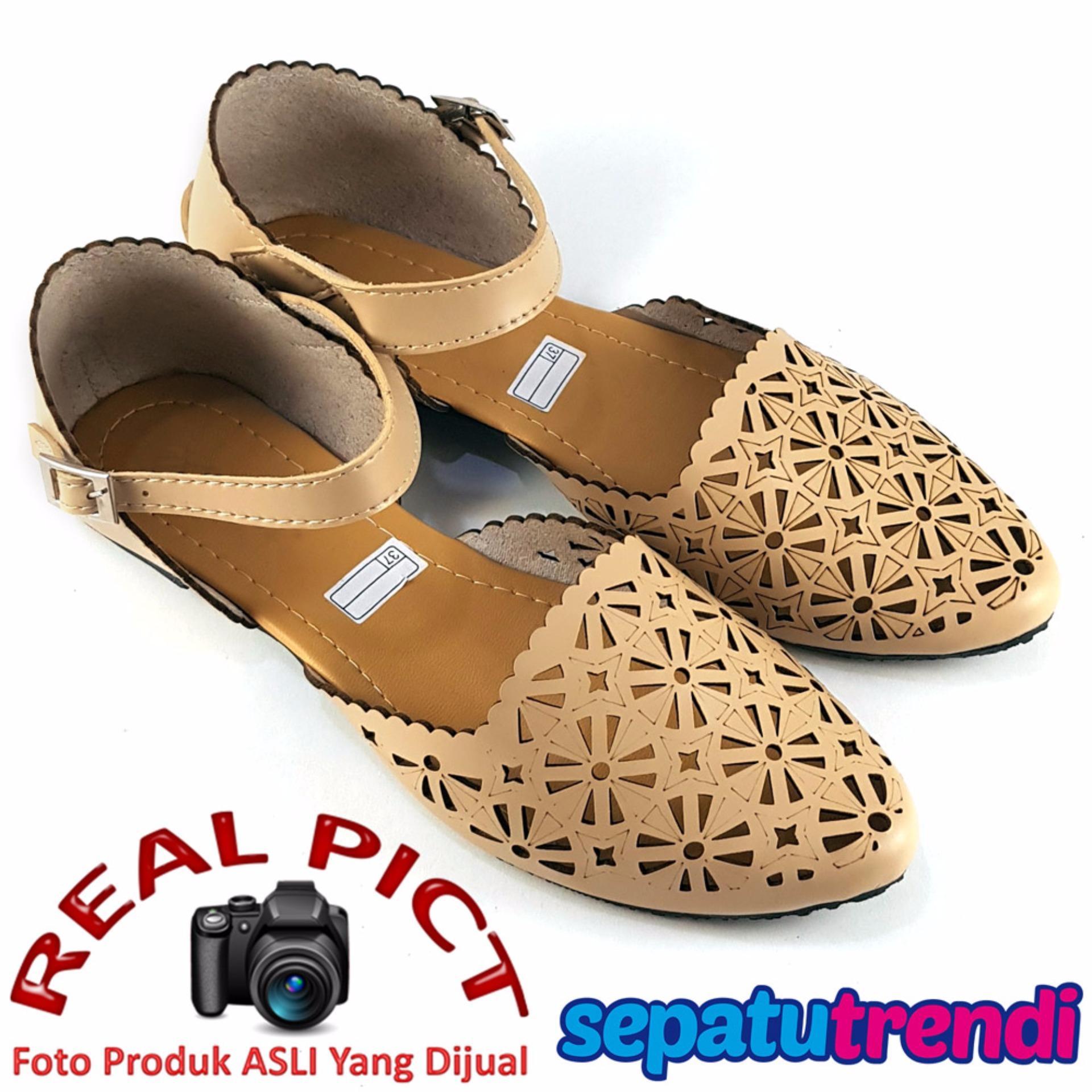 Lunetta Sepatu Flat Shoes Slip On Wanita Trans Laser Cut AR01IDR38270. Rp 38.270