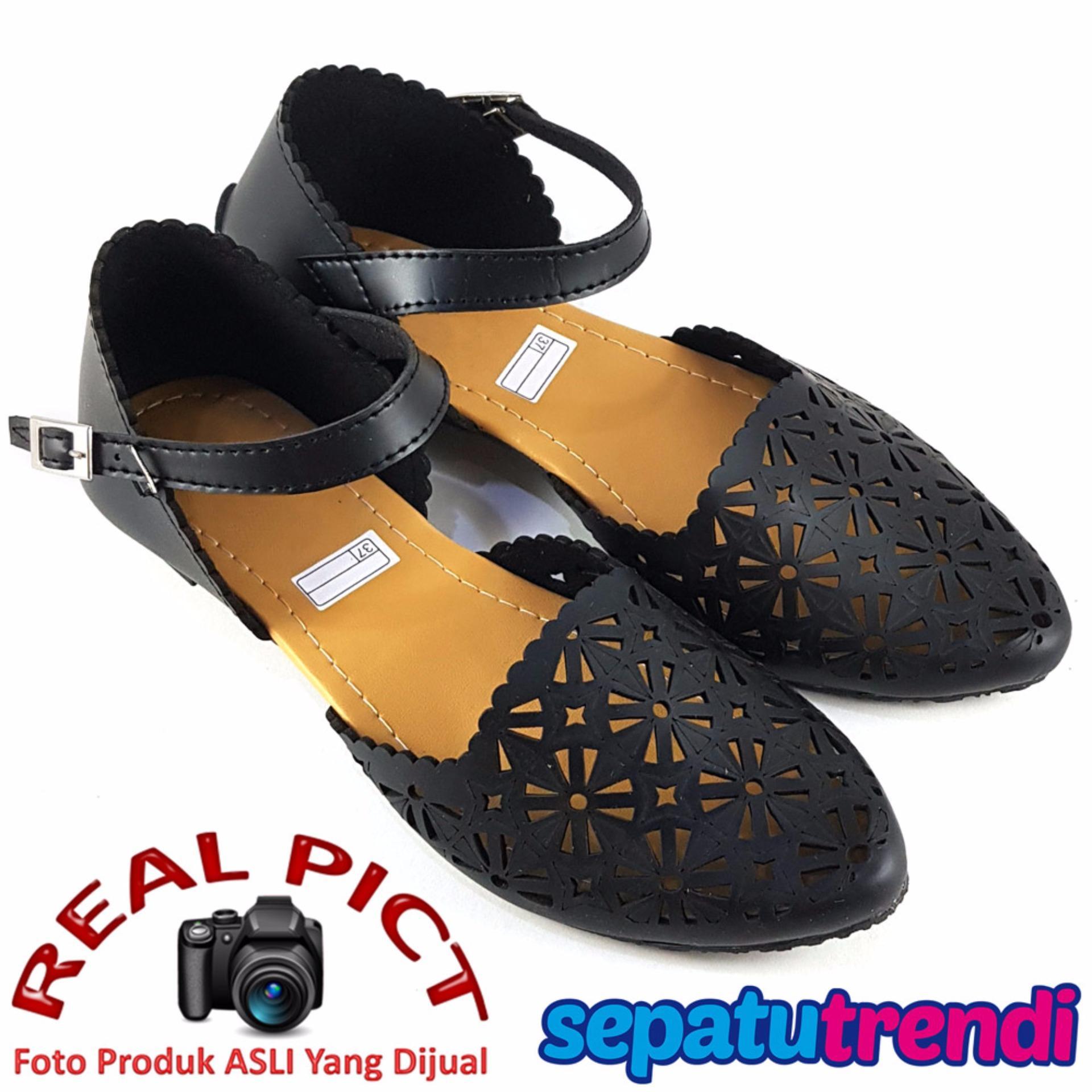 TrendiShoes Sepatu Wanita Flat Shoes d'Orsay Laser Cut DT24 - Hitam