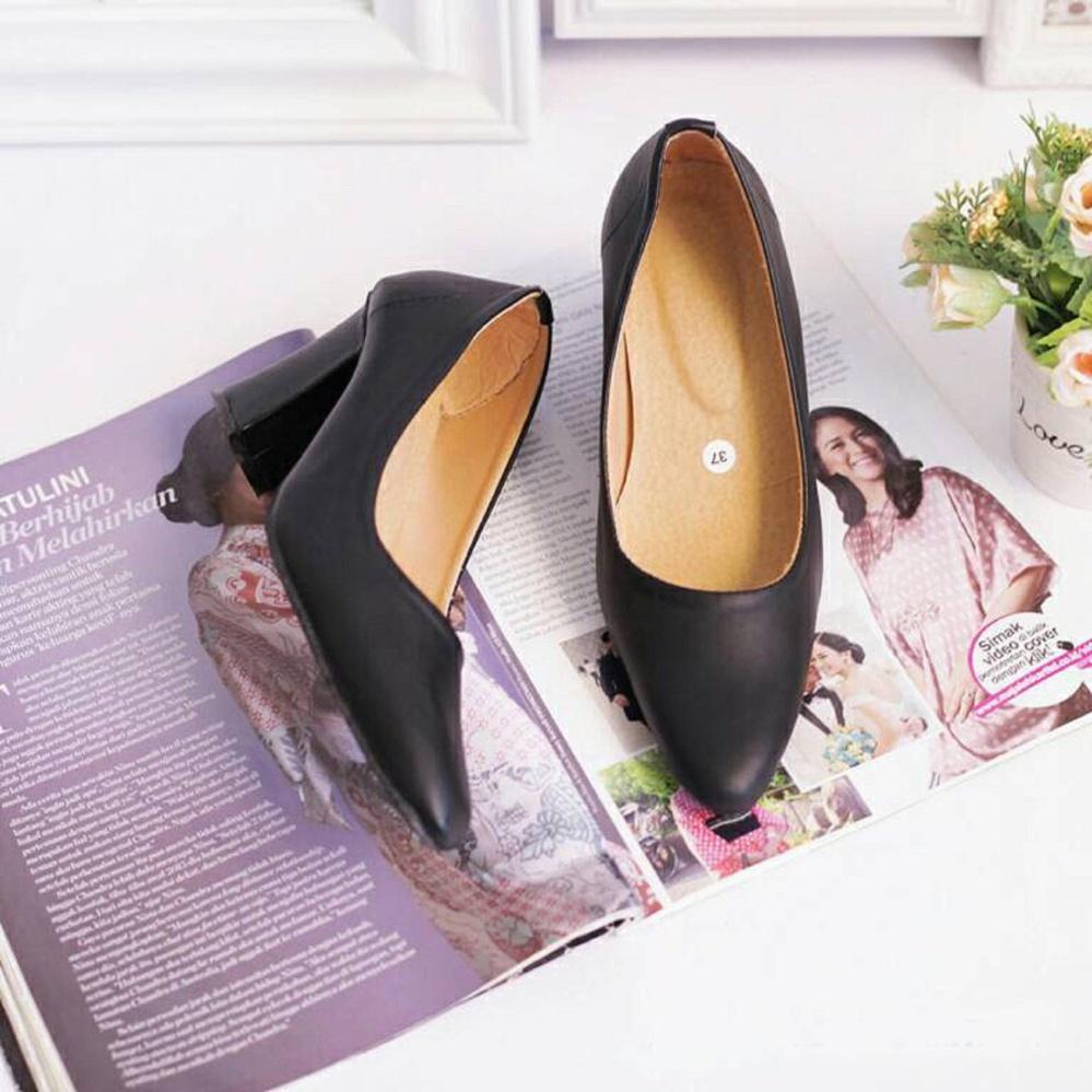 W-Oops! Heels Wanita / Sepatu Wanita / Sepatu Pantofel Flore - Hitam