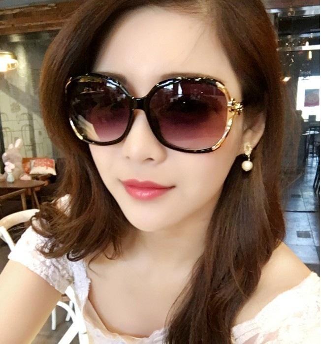 Kacamata Wanita Women bingkai logam Sunglasses Alloy kaki kacamata Wanita Gaya Antik Persegi Kacamata Surya / model baru perlindungan UV kacamata hitam pasang Model artis kaca mata wanita modis Elegan kepribadian