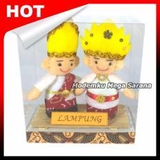 Central Kerajinan Boneka Pakaian Adat Lampung