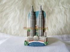 Gloria Bellucci - Magnet Kulkas souvenir petronas malaysia