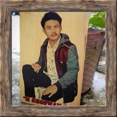 Jual Lukisan Kayu Bayar Ditempat Cod Custom Foto Dan Tulisan Kado Hadiah Ulang Tahun Dan Wisuda Unik Keren Foto 20X30 Cm Warna Online Di Riau