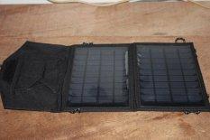Solar Pack Charger 7 Watt Panel HITAM 7w, Charger Tenaga Surya Matahari Portable Lipat Output 5v 900ma. Cocok Untuk Kemping / Camping Hiking Memancing Mancing Dan Kegiatan Outdoor Lainnya Untuk Hp, Gps, Camera Digital, Psp, Power Bank.