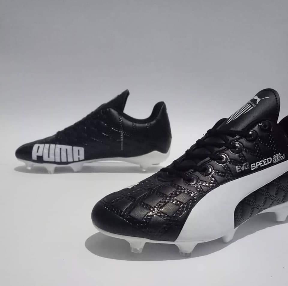 sepatu bola terlaris kuat bagus komponen berkualitas keren bd9c9aac9f