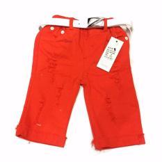 celana pendek ripped jeans merah dan ikat pinggang