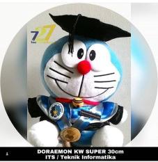 Boneka Wisuda Doraemon Toga Almamater Kado Sarjana