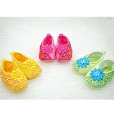 Mesh Kaos Kaki Sepatu Renda Motif Warna ACAK Lucu / Baby shoes Flower Renda - 1 pasang