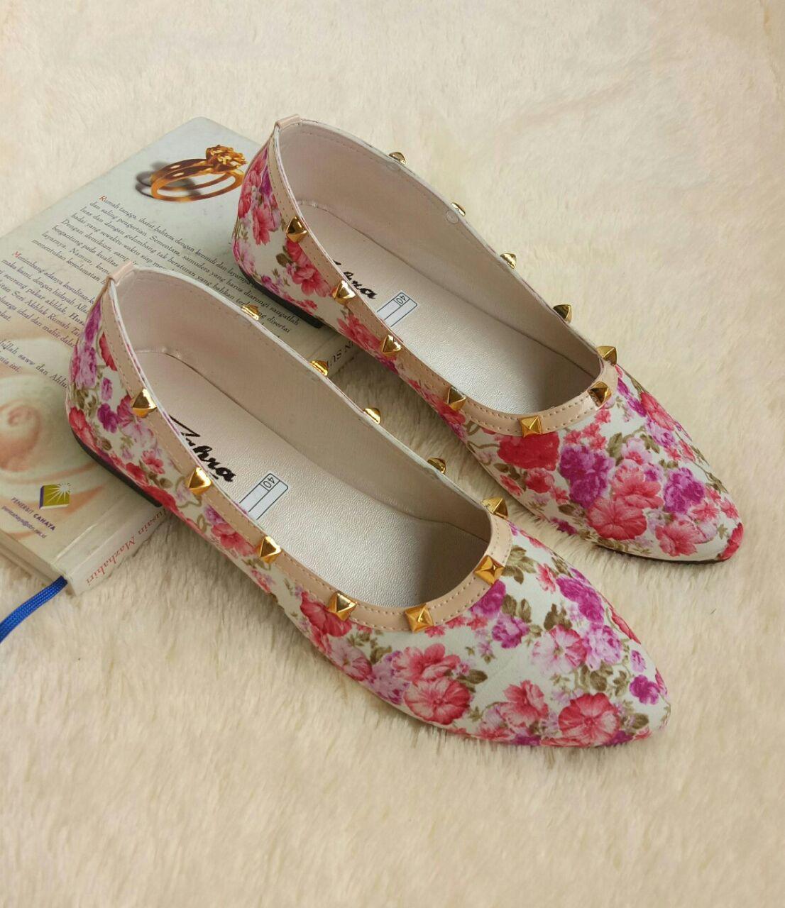 Arlaine Piramid Flat Shoes [Hitam/Peach]