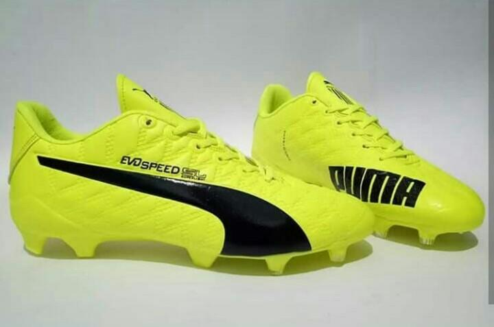 sepatu bola berkualitas bagus keren kuat komponen terlaris sepatu sepakbola  grosir murah 06b3ad899b