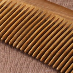 The Sandalwood joss-stick wood in hotel handicraft beauty combs to keep hairbrush breadth Chi to comb to care the wood comb hair dryer ion a wood to comb black hair - intl