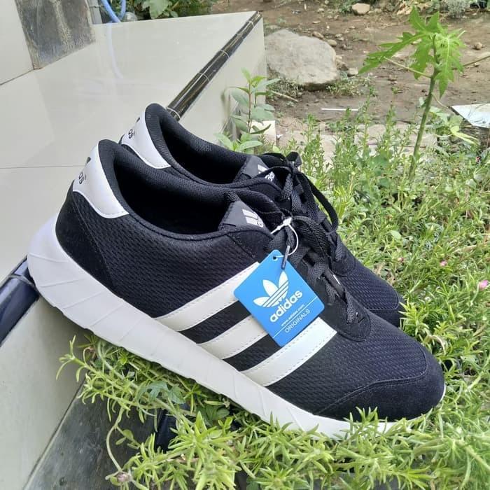 Sepatu Pria Ukuran Besar - Sepatu Big Size - Sepatu Sneakers Pria Big Size  - Sepatu Ukuran Besar - Sepatu Sneakers ukuran 45 46 47 48 Warna Hitam Kode  ... b7da49cd5b