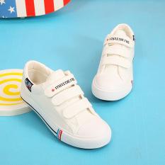 12 Perempuan Siswa Sekolah Menengah Sepatu Sepatu Kets Putih (Model Wanita + Datar Sepatu Putih)
