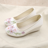 Spesifikasi Anggun Beijing Oldish Pakaian Adat Tiongkok Sepatu Kain 1038 Pita Bordir Putih Sepatu Wanita Flat Shoes Oem