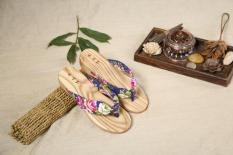 Bunga Gaya Jepang Kayu Kayu Kamper Sendal Bakiak (Biru Tua)