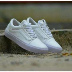 Collection Sepatu Sneaker Pro skate - white